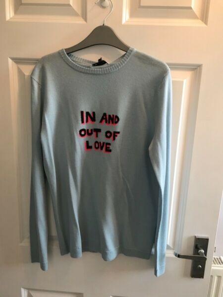* Bnwt * Genuine Bella Freud Colore Blu Pallido In E Out Of Love Lana Maglione Taglia Small Tecniche Moderne