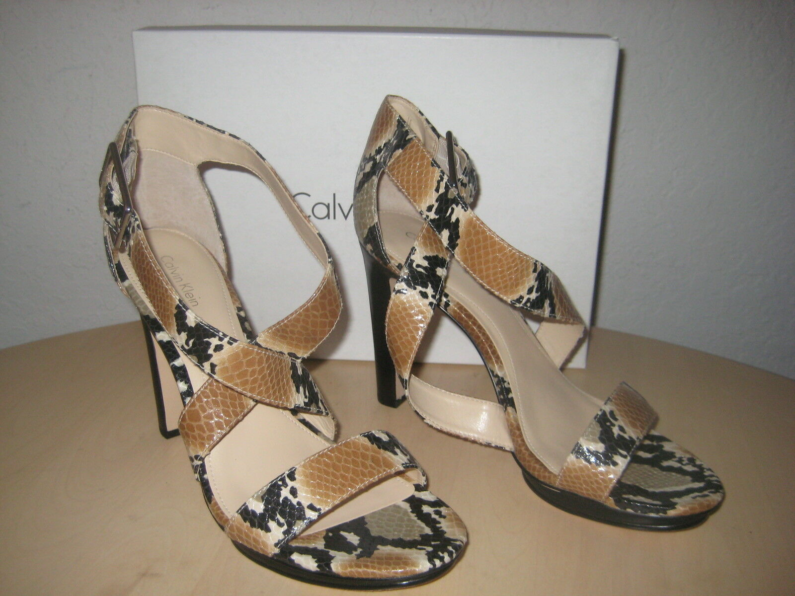 Calvin Klein Schuhes Größe 10 M Damenschuhe NEU Val Oatmeal Camel Leder Strappy Heels
