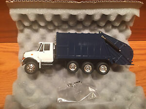 CONRAD-INTERNATIONAL-7000-SERIES-GARBAGE-TRUCK-DIE-CAST-NEW-1-50th-SCALE-BLUE