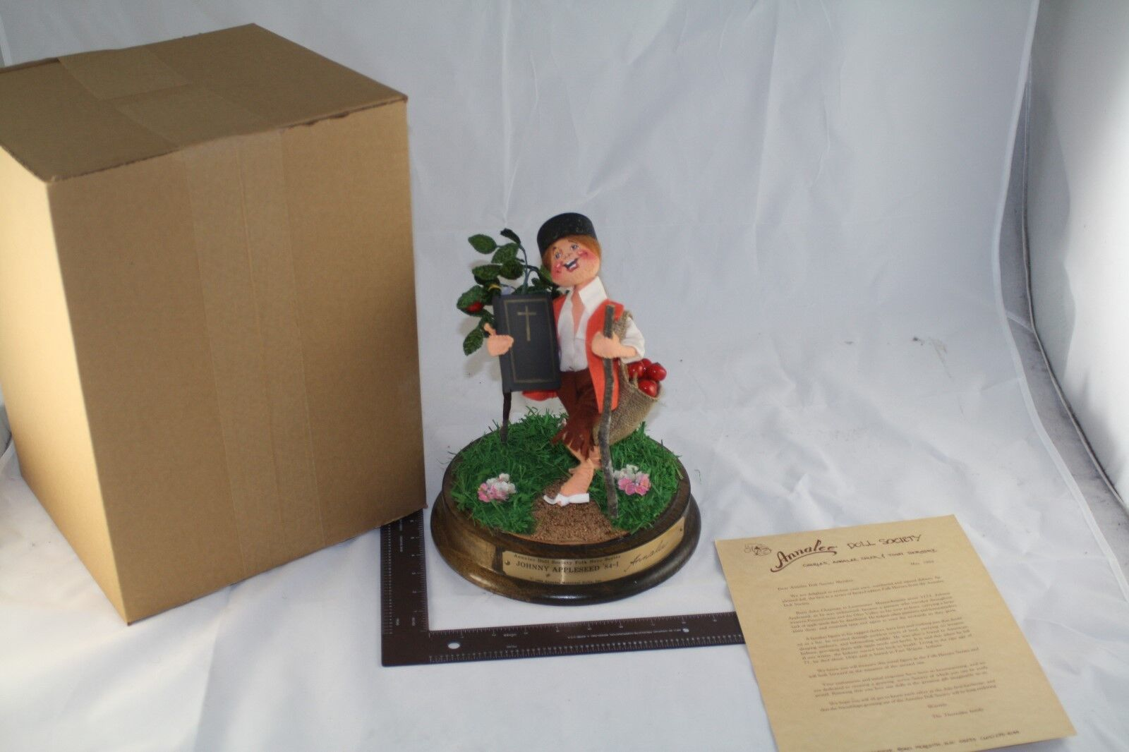 1984 ANNALEE JOHNNY APPLESEED FIGURINE DOLL GLASS DOME NUMBErot SIGNED NOS