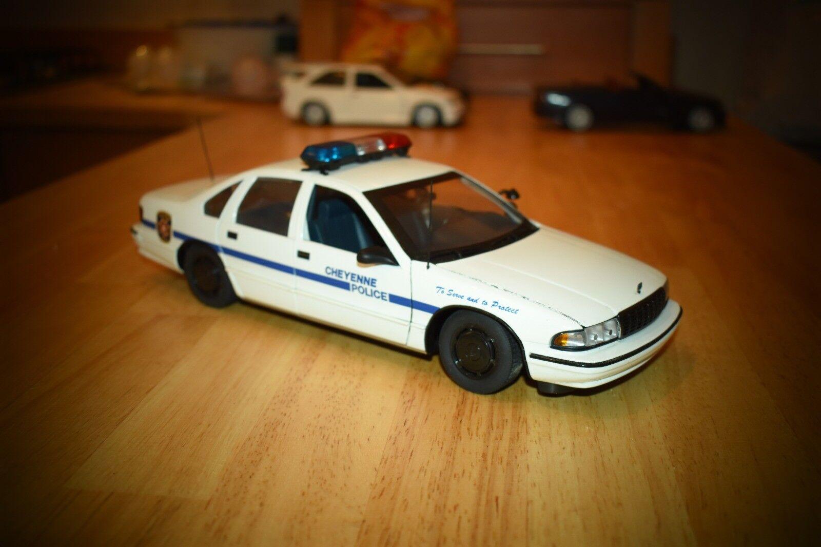 UT Models 1  18 Chevrolet Caprice police cruiser - Cheyenne PD  avec 100% de qualité et 100% de service
