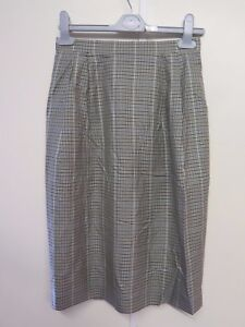 223ad63349 Genuine Burberry Green Fine Check Pattern Skirt Size S UK 8 Euro 36 ...