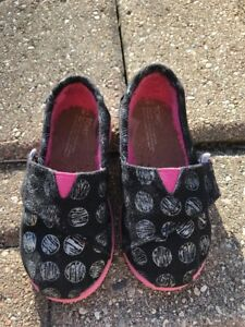4a6885cecf Details about Toms Tiny Kids Girl Classic Black White Polka Dot Slip On  Flats Shoes T6 Infant