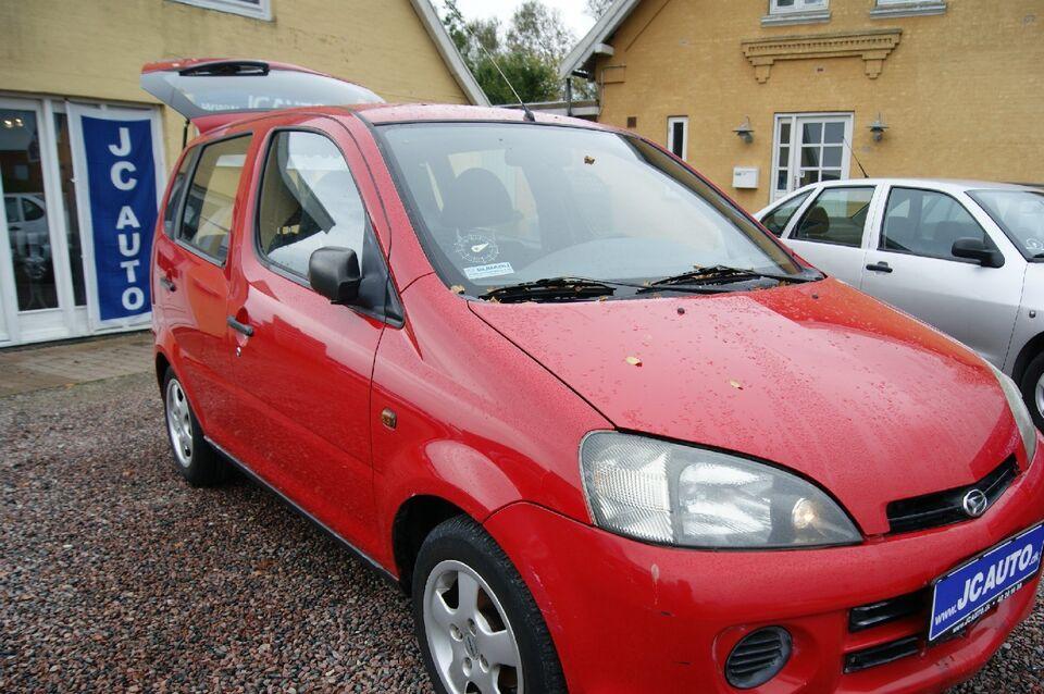 Daihatsu YRV 1,3 Benzin modelår 2002 km 120000 Rød nysynet