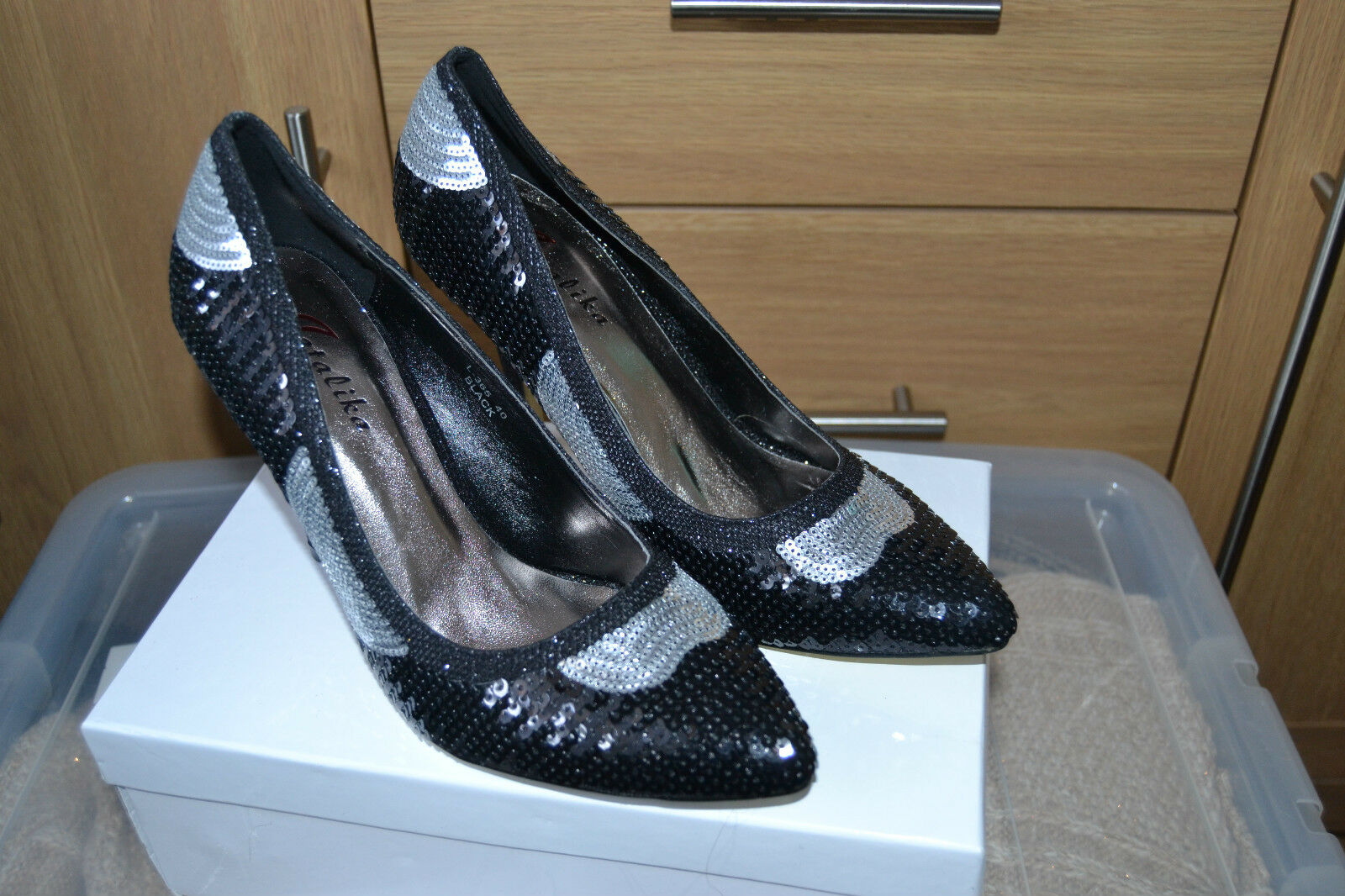 BRAND NEW METALICA LADIES SHOES SIZE 7  BLACK & SILVER SEQUINS