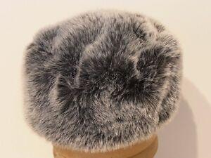 Caricamento dell immagine in corso Cappello-colbacco-donna-zarina-pelliccia -ecologica-Karina-grigio 2dd4ce01c021
