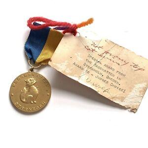 Persian-Cat-Competition-Stockholm-Sweden-Medal-Gold-Toned-Ribbon-Pin-Racekatten