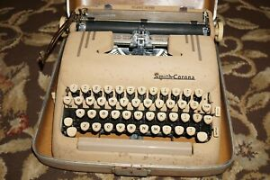 Vintage 1950's Smith-Corona Silent Super Manual Typewriter with Carrying Case