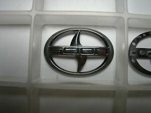 07-06-05-04-Scion-xA-main-driver-steering-airbag-SRS-emblem-2004-2005-2006-2007