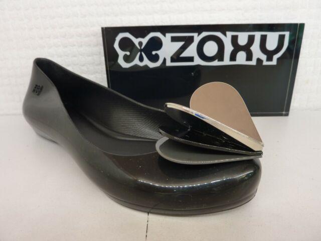 Zaxy Womens Pop Heart Flutter Plastic Slip On Ballet Flat Black