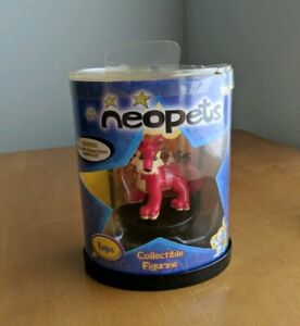 NiP-2003-Thinkway-Neopets-Toy-Figure-Red-Lupe-with-Promo-TCG