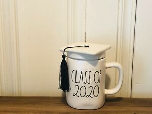 Rae-Dunn-By-Magenta-Graduate-CLASS-OF-2020-Matte-White-Mug-With-Cap-Hat-Topper