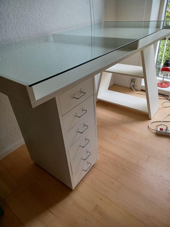 Skrivebord, IKEA, b: 141 d: 71 h: 72