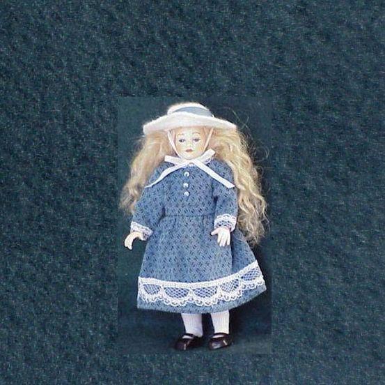 Dollhouse Dressed Girl Doll Heidi Ott HC02 big hat Blau dress Miniature