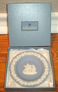 Wedgwood-Mini-Plate-Tray-White-on-Blue-Jasperware-Original-Box