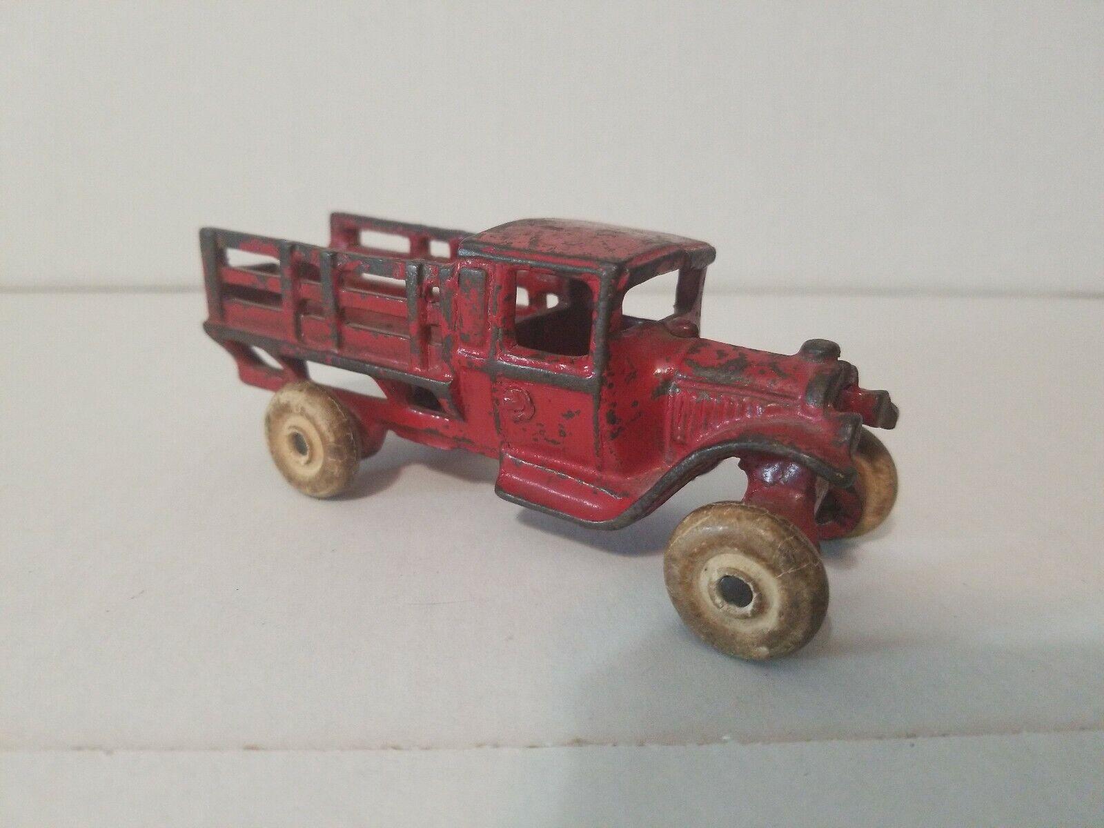 Antiguo Arcade 213 Hierro Fundido Granja Estacas Camión Rojo