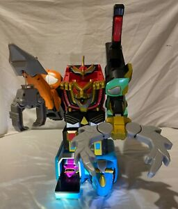 Power Rangers Wild Force Deluxe Isis Command Megazord w Armadillo & Red Ranger