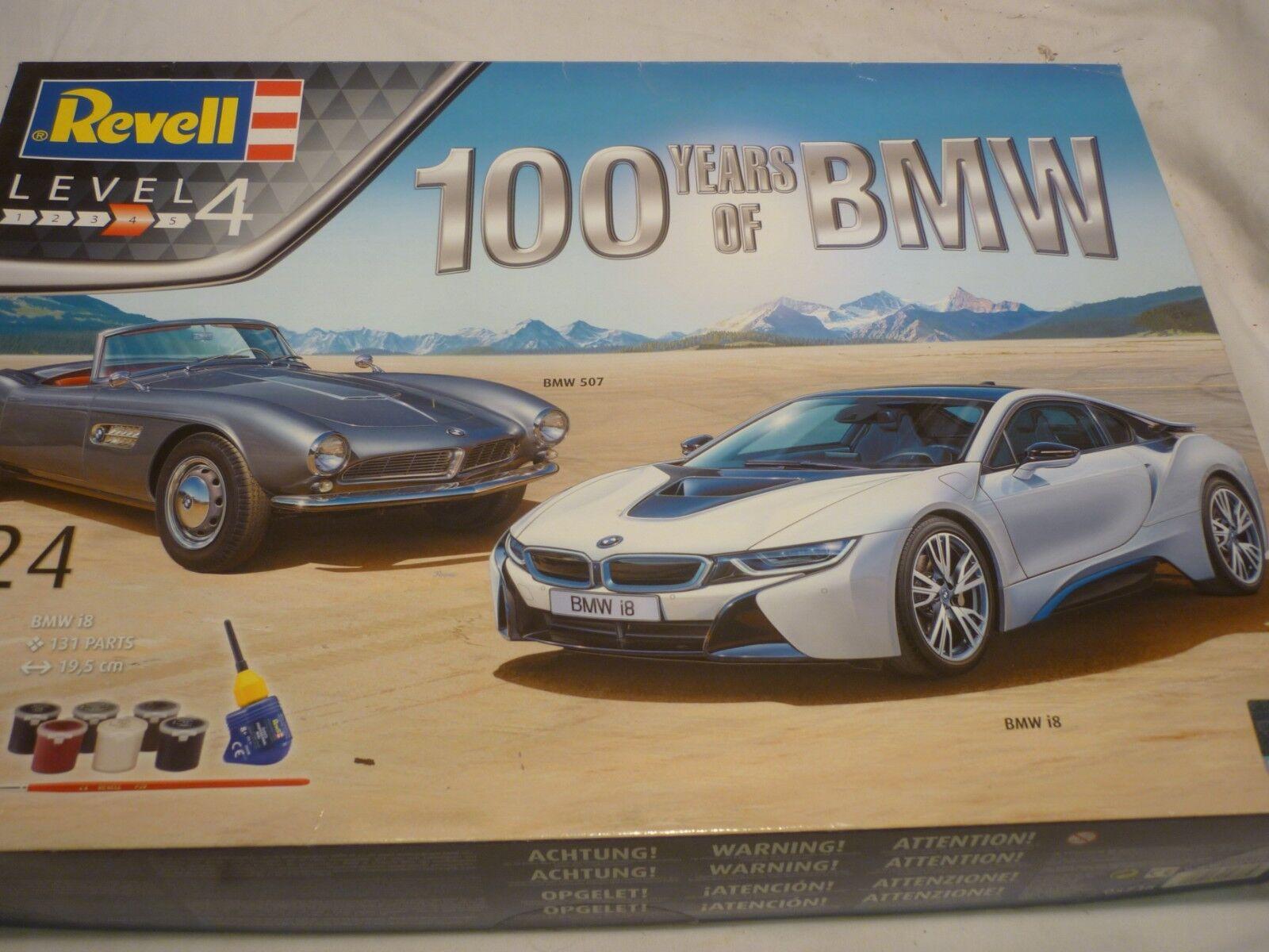 Ett plastkit av Revell i en 100 -års BMW, 2 -biluppsättning BMW i8 och BMW 507