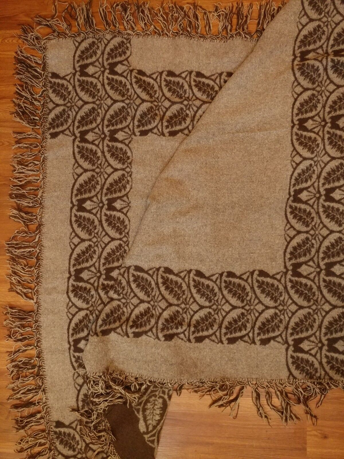 Nice Unmarked 2 Tone Double Sided Brown Beige Floral Wool Blend Throw Blanket