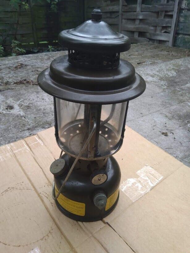 EX Esercito Americano ORIGINALE COLEMAN Benzina Pressione Lanterna Campeggio Pesca in buonissima condizione V RARO