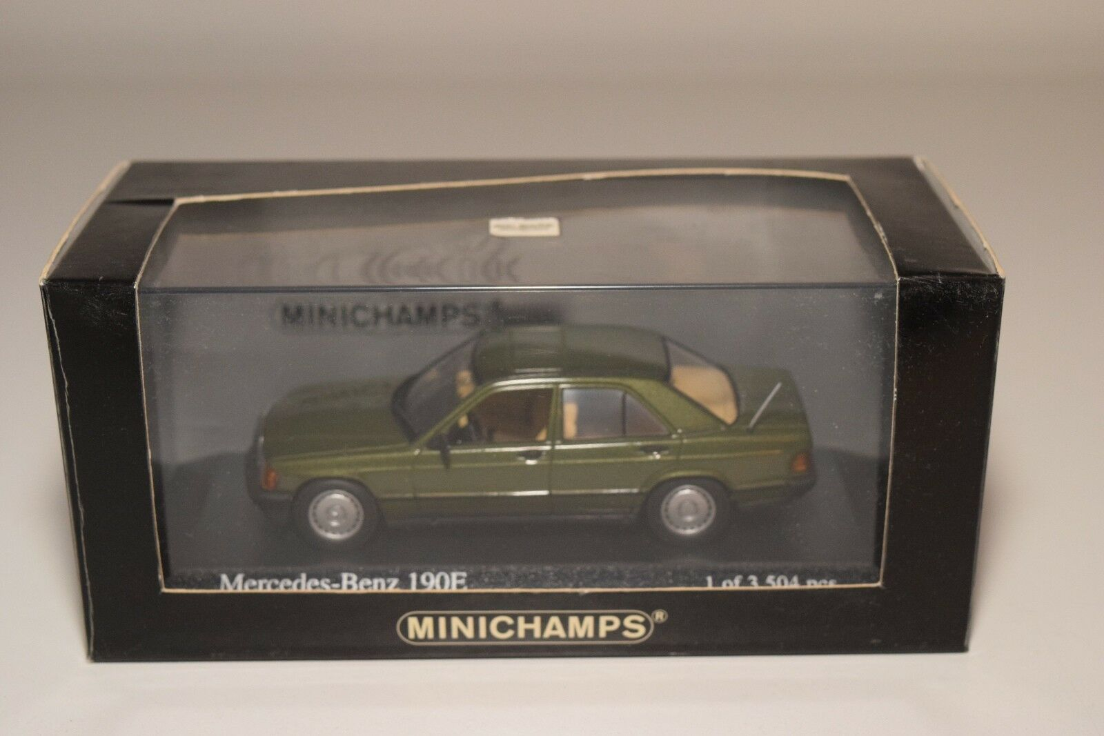 F MINICHAMPS MERCEDES-BENZ 190E 190 E 1984 METALLIC Grün MINT BOXED