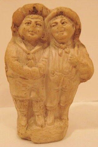 Antiguo Silbato De Arcilla alemana 1910-par de fiendly Colegiales abrazando