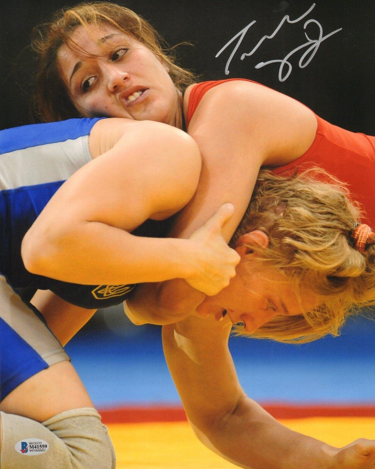 Tatiana Suarez Firmado 11x14 Foto Bas Beckett COA UFC Eeuu Lucha Libre Autógrafo