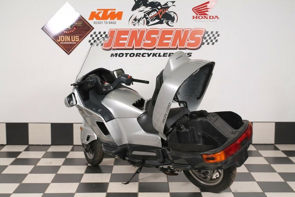 Honda, PC 800, ccm 800