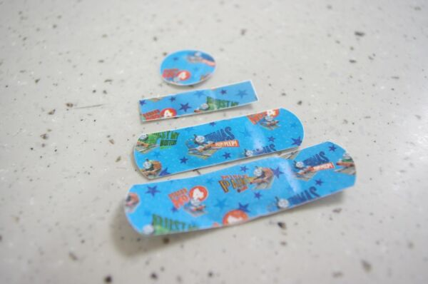 Kids Band Aid 80Pcs(20Pcs x 4Packs) Collection(THOMAS & FRIENDS or HELLO KITTY)