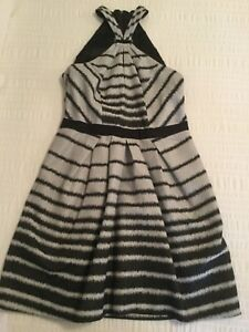 Ladies CUE IN THE CITY Dress Size 12 in Excellent Condition - FREE POSTAGE