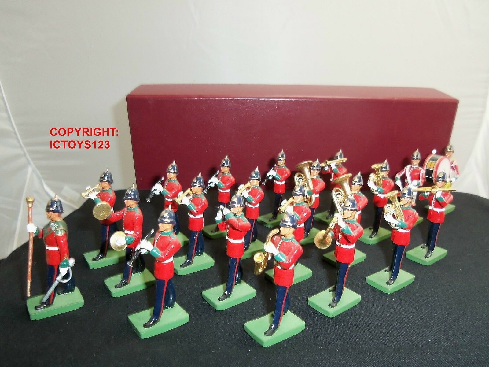 BRITAINS GREEN HOWARDS 21 PIECE MILITARY BAND METAL TOY SOLDIER FIGURE SET