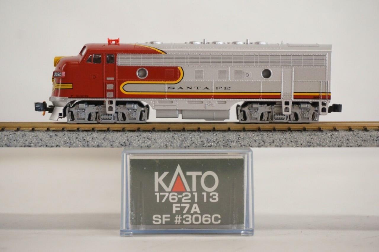 Kato N skala EMD F7 -A AT &SF Santa Fe WarBonnet C NIB  VTG  NOS