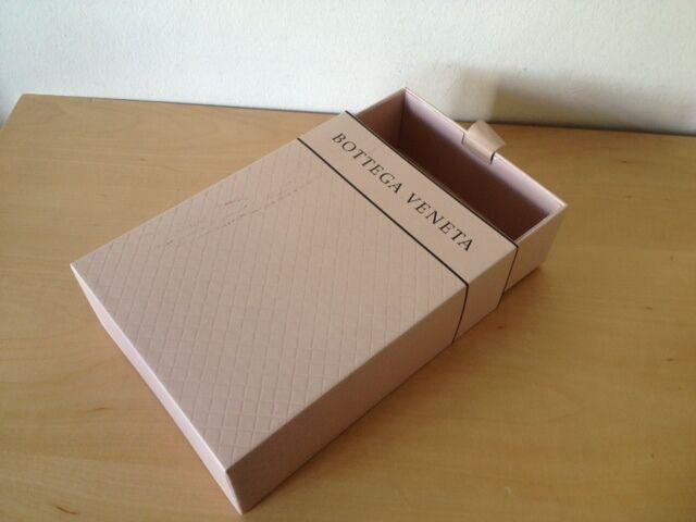 Used - Cardboard Box Caja Cartón BOTTEGA VENETA - Empty Vacía - 24 x 18 x 7,5 cm