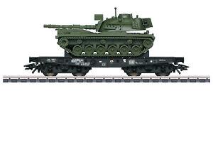 Maerklin-H0-48796-Schwerlastwagen-der-DB-034-beladen-mit-Kampfpanzer-M-48-034-NEU-OVP