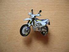 Pin Anstecker Husqvarna 701 Super Moto weiss/gelb SUMO Enduro Art. 1295 Moto