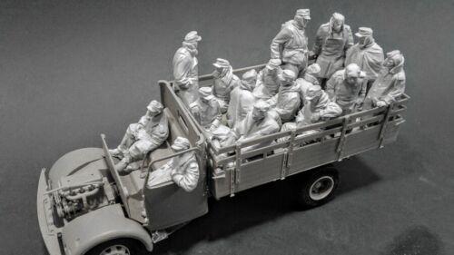 AC Models 1//35 German Surrendered Soldiers in Truck 16 figures