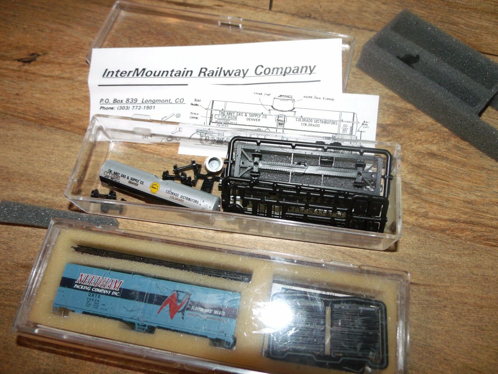 (2) Vintage Inter Mountain Railway Co N Scale Kit Cars     Worldwide Shipping