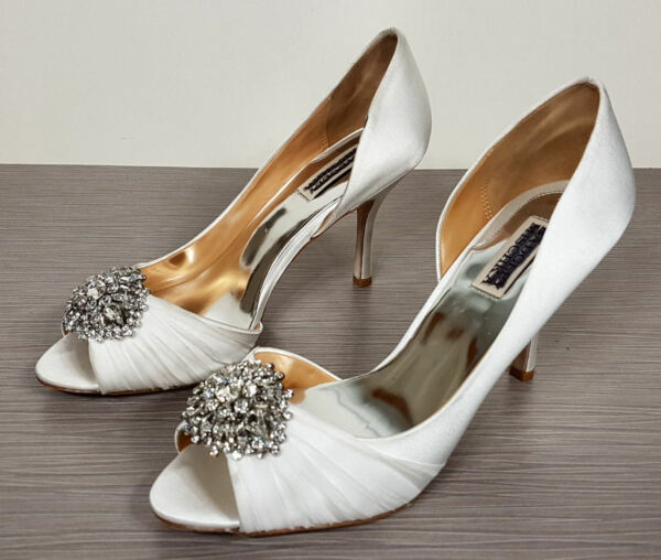 ccab9fc6fc22 Badgley Mischka  Pearson  Satin Embellished Pump White Satin Womens Size 9 W