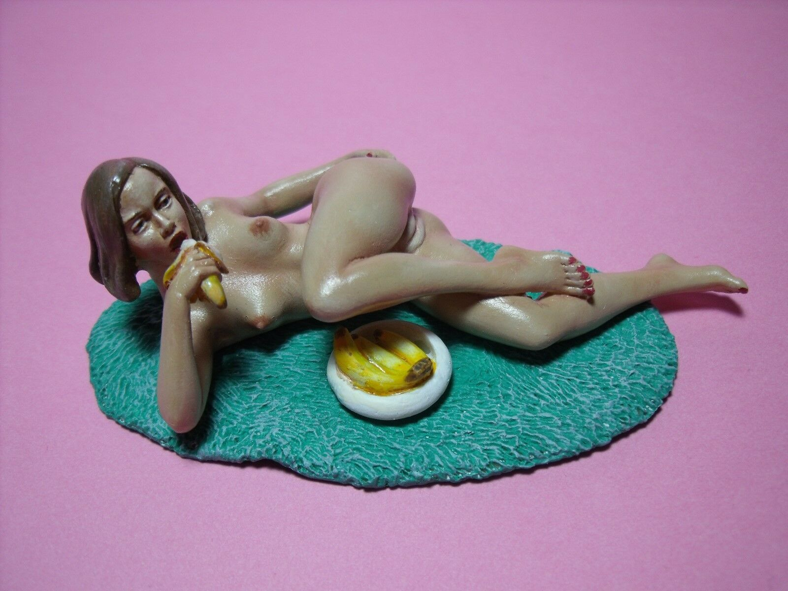 VALENTINE  1 18    UNPAINTED  GIRL  FIGURE  MADE  BY  VROOM   MASCOT  PHOENIX 57d8be