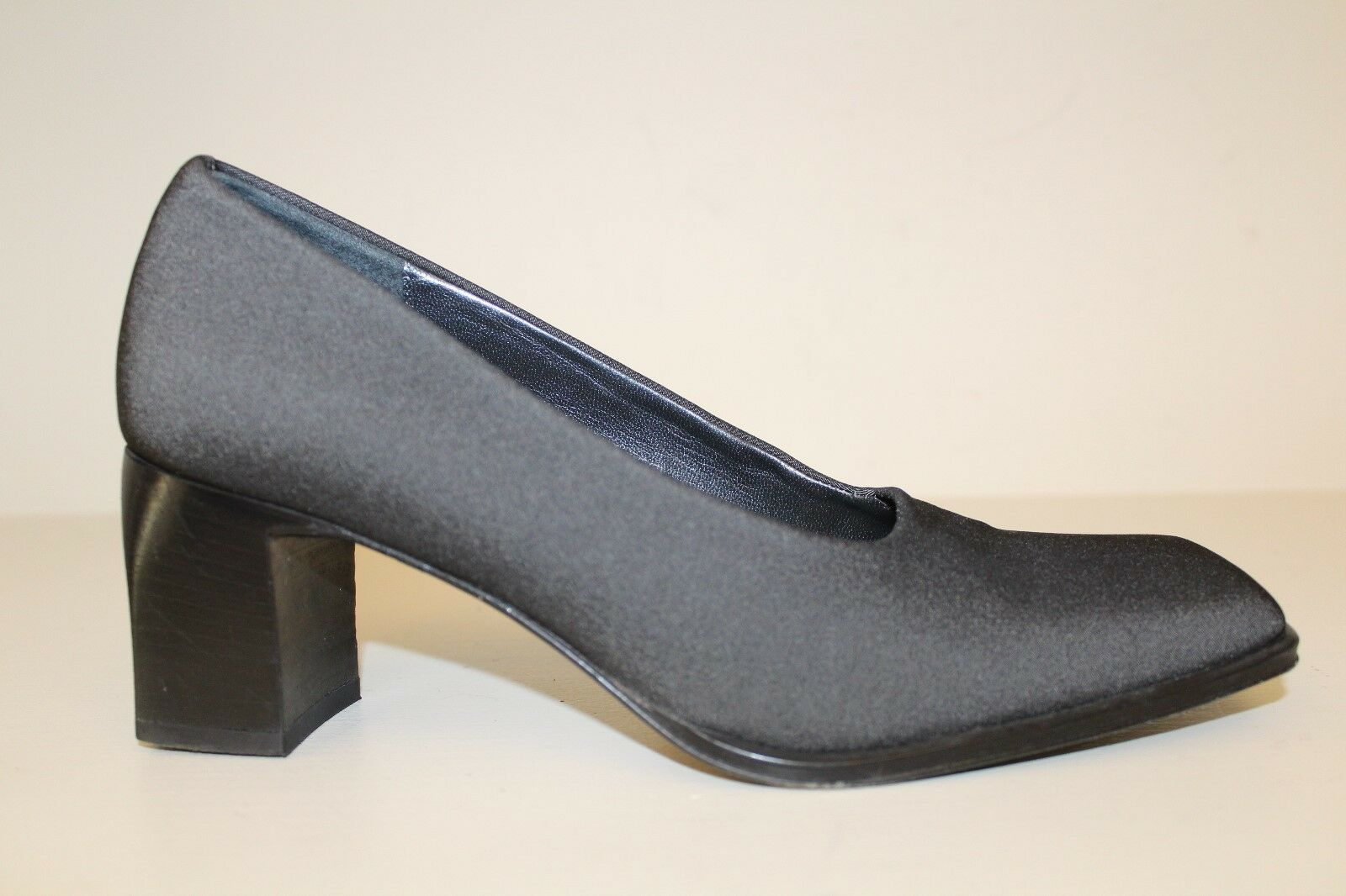 Ann Taylor Womens Womens Taylor Heel Pumps Shoes Sz 7 M Black Fabric Square Toe Made In Italy eae57a