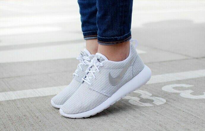 WMNS Nike Rosherun - 511882 103