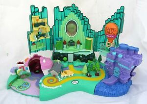 Wizard-of-Oz-Emerald-City-Miniature-Village-Figure-Play-Set-Polly-Pocket-2001
