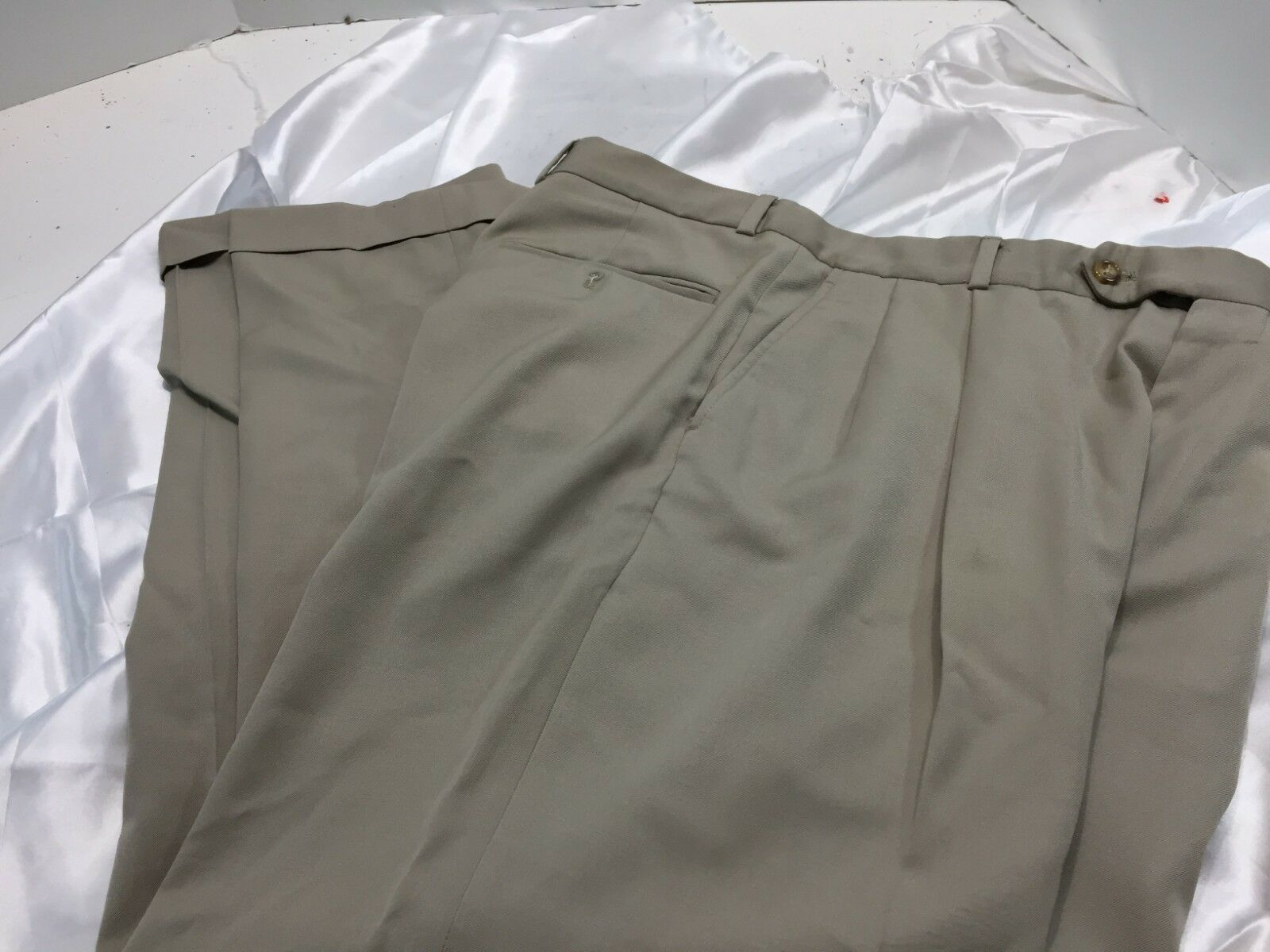Vineyard Vines 100% Wool Pleated Front Beige Dress Pants Size 34R inseam 30 cuff