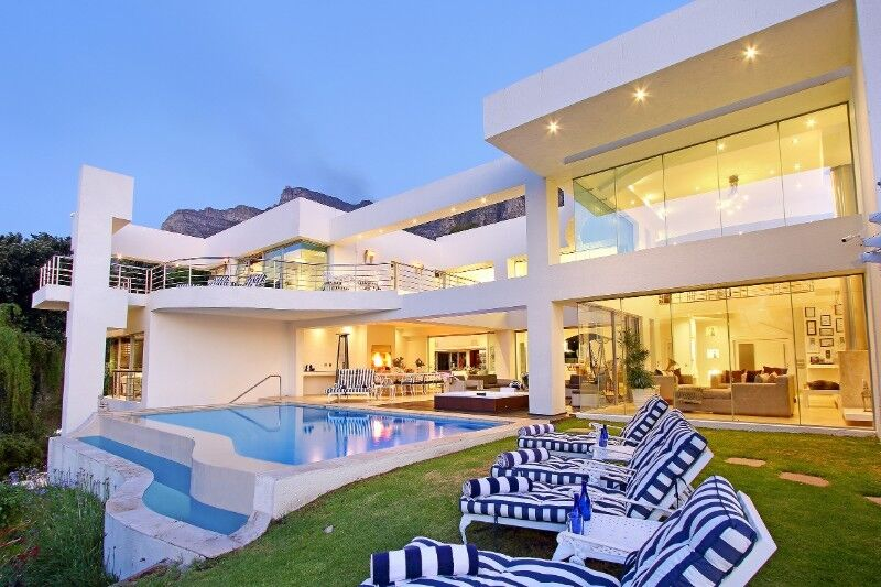 Camps Bay luxury Holiday Villa & Spa to rent, Butler ,Gym, Heated Pool, Cinema ,6 bedrooms