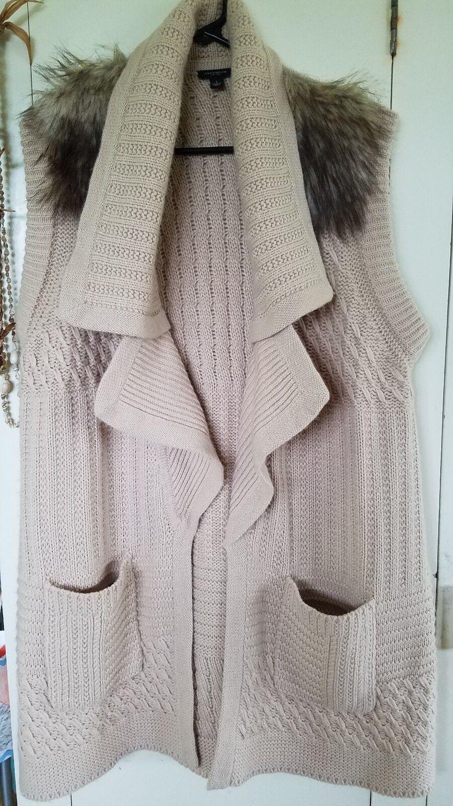 ANN ANN ANN TAYLOR Chunky Knit OpenFront Beige Sweater Vest Faux Fur Shoulder sz L wool e42ec3