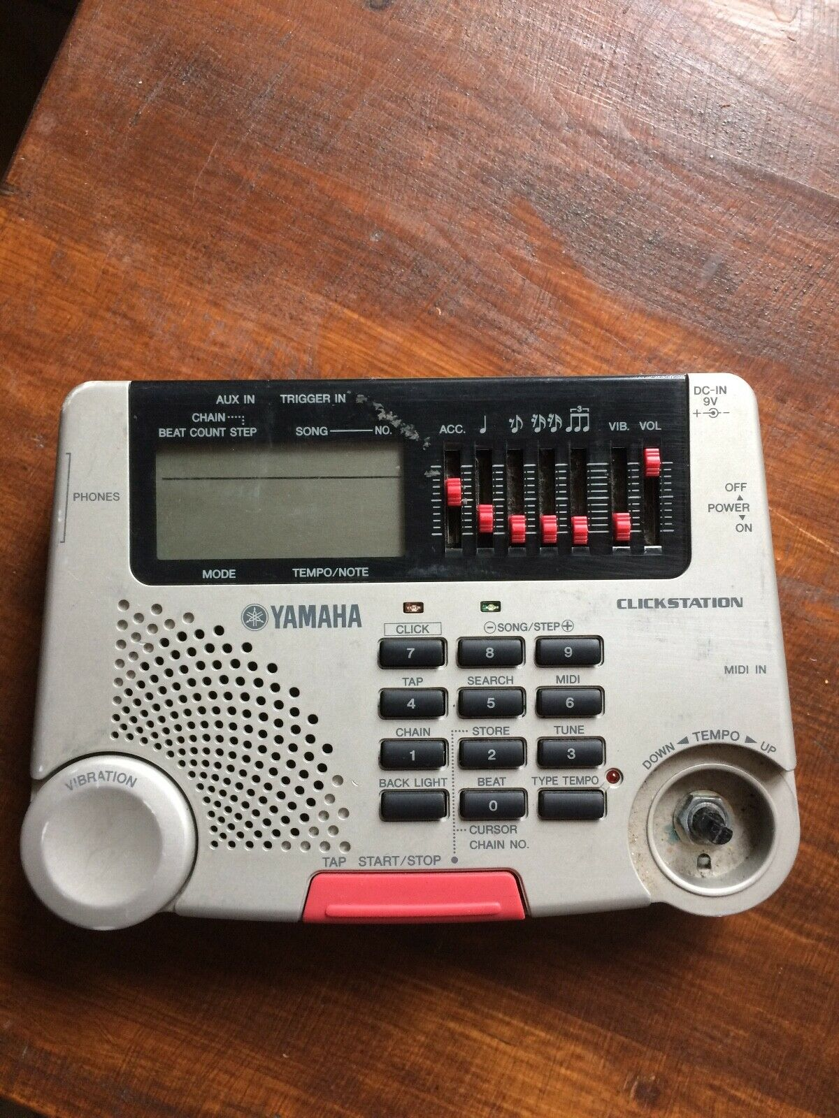 Yamaha ClickstationMetronom mit Vibrationsgeber, Tama Rhythm Watch