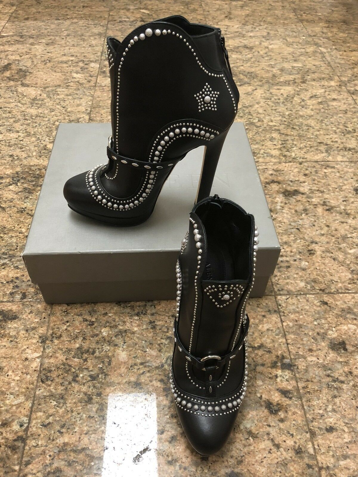 ALEXANDER MCQUEEN Star Studded Leather Booties