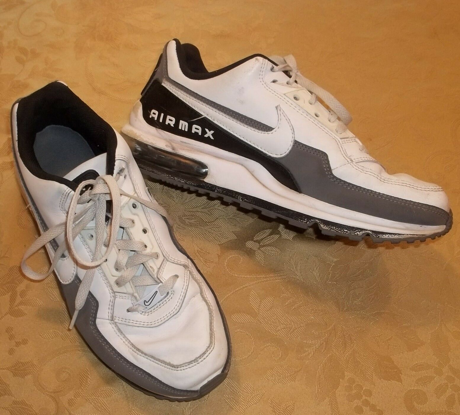 Homme NIKE AIR MAX 2012  Blanc Baskets  Taille 10  Chaussures De Sport Running 311000-119