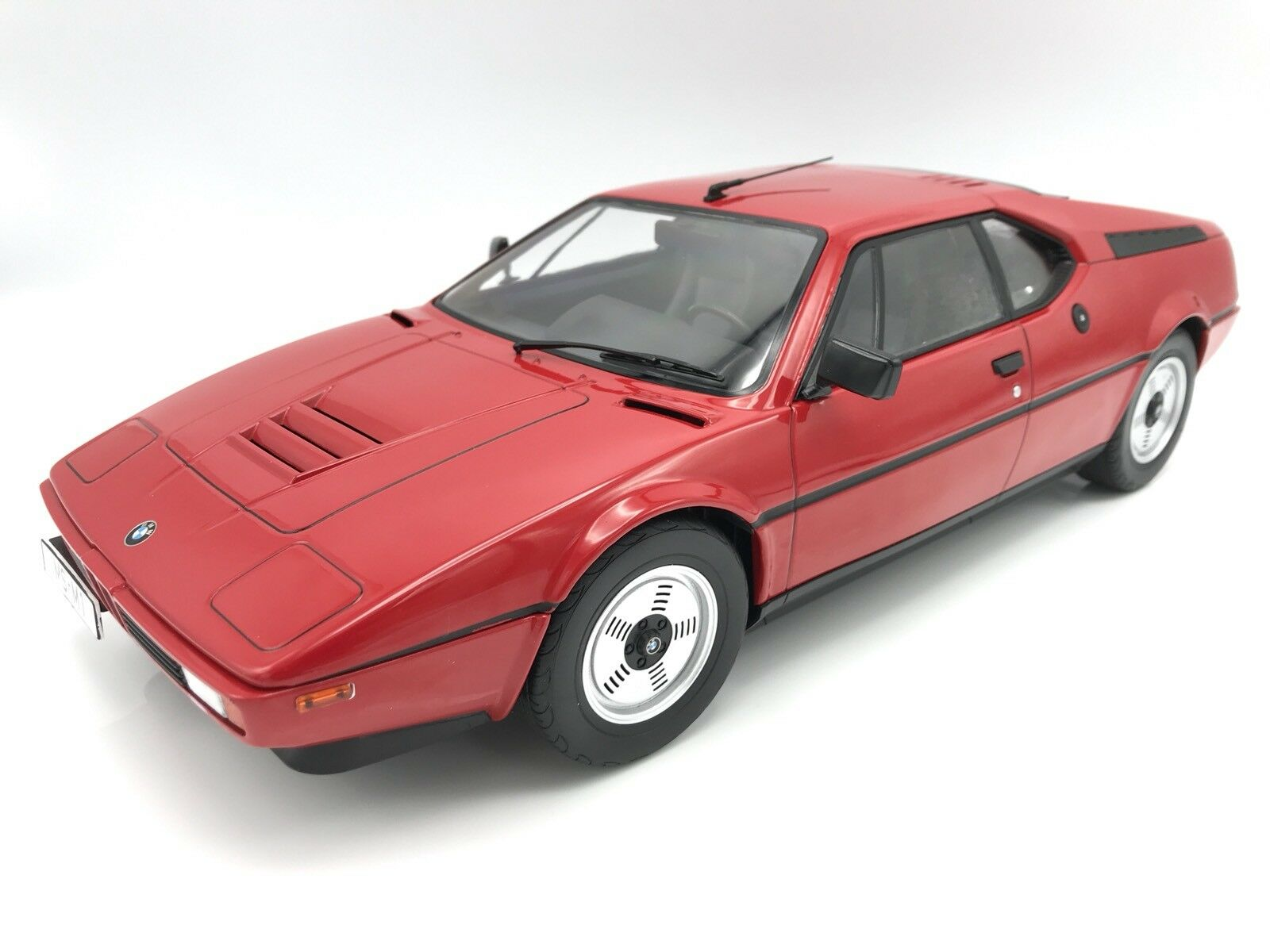 Bmw m1 Street (e26) 1978-Rouge - 1 12 KK-Scale    NEW