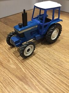 Britains-Ford-TW-20-Tractor-Classic-Vintage-Model-1-32-scale